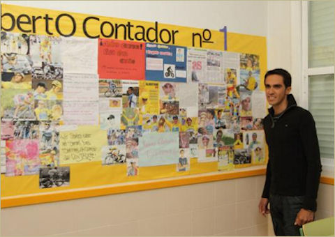 Alberto reads about himself on a classroom bulletin board display