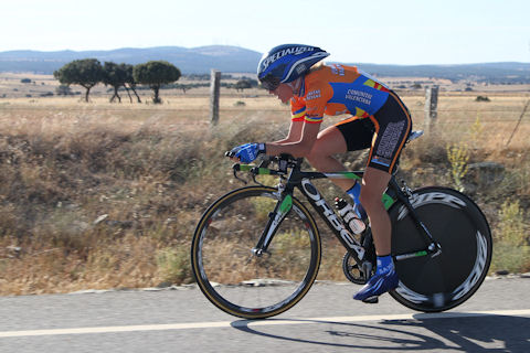 Anna Sanchis rides to Spanish nationals victory wearing Contador's helmet