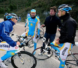 Pepe Martí coaches Astana riders in training
