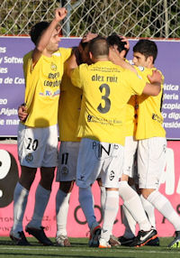 Club Altetico de Pinto wears yellow for Alberto